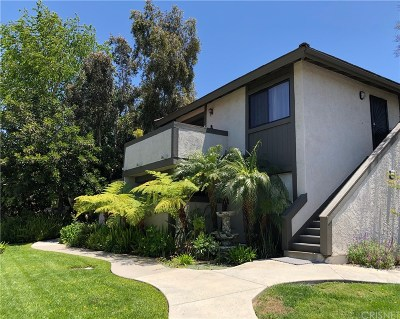 Moorpark Condo/Townhouse For Sale: 150 Majestic Court #806