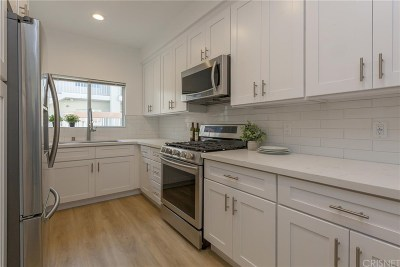 Sherman Oaks Condo/Townhouse For Sale: 4242 Stansbury Ave #110