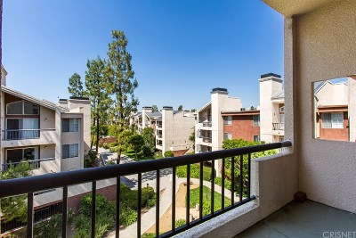 Woodland Hills Condo/Townhouse For Sale: 5520 Owensmouth Avenue #309