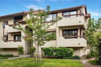 Canyon Country Condo/Townhouse For Sale: 18119 Sundowner Way #966