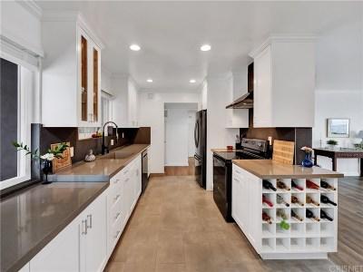 Sherman Oaks Condo/Townhouse For Sale: 14414 Addison Street #24
