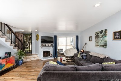 Panorama City Condo/Townhouse For Sale: 8750 Kester Avenue #19