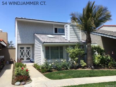 Long Beach Single Family Home For Sale: 54 Windjammer Court