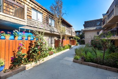 North Hills Condo/Townhouse Active Under Contract: 15516 Nordhoff Street #216
