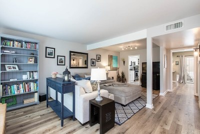 Northridge Condo/Townhouse For Sale: 10240 Zelzah Avenue #3