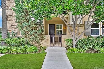 Camarillo Condo/Townhouse For Sale: 208 Riverdale Court #703