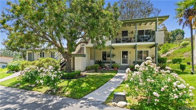 Newhall Condo/Townhouse For Sale: 26377 Oak Highland Drive #C