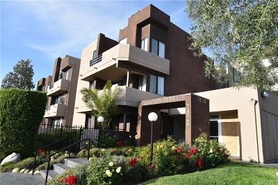 Canoga Park Condo/Townhouse For Sale: 7826 Topanga Canyon Boulevard #44 (aka