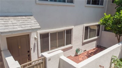 Tarzana Condo/Townhouse Active Under Contract: 18611 Collins #E12