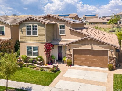 Saugus Single Family Home Active Under Contract: 22507 Brightwood Place