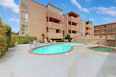 Encino Condo/Townhouse For Sale: 5454 Zelzah Avenue #109