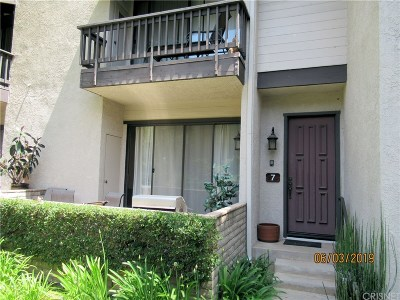 Woodland Hills Condo/Townhouse For Sale: 5757 Owensmouth Avenue #7