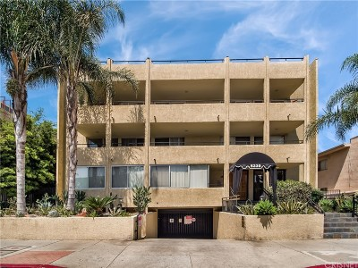 Encino Condo/Townhouse Active Under Contract: 5339 Newcastle Avenue #110