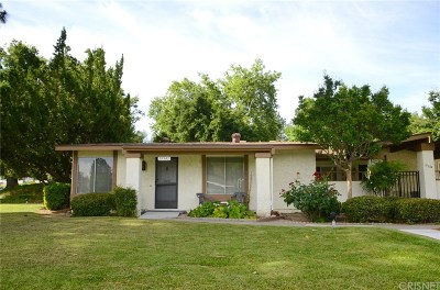 Newhall Condo/Townhouse For Sale: 19342 Avenue Of The Oaks