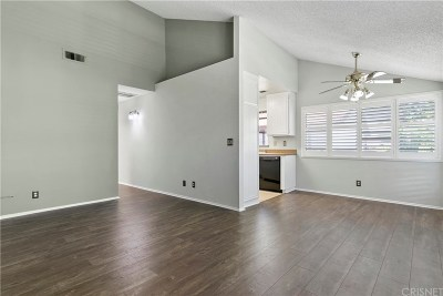 Canyon Country Condo/Townhouse For Sale: 18028 Saratoga Way #554