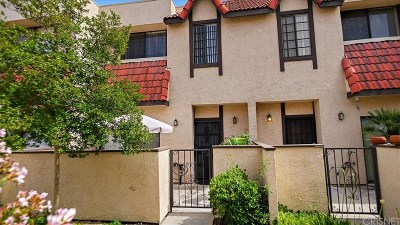 Canyon Country Condo/Townhouse Active Under Contract: 27609 Nugget Drive #2