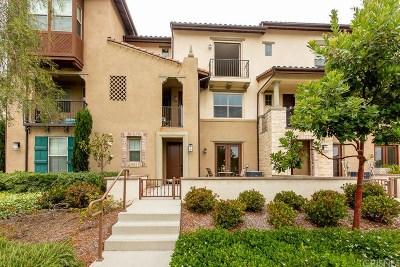 Camarillo Condo/Townhouse For Sale: 209 Westpark Court #404