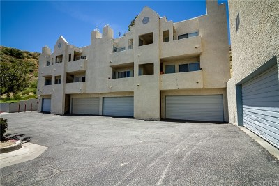 Canyon Country Condo/Townhouse For Sale: 18209 Sierra Hwy #121