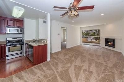 Woodland Hills Condo/Townhouse For Sale: 5535 Canoga Avenue #107