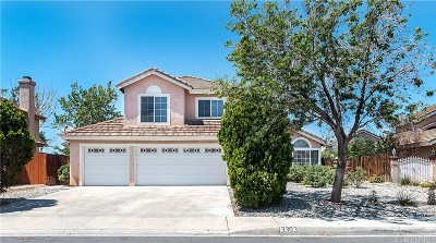 Palmdale Single Family Home For Sale: 3303 Rollingridge Avenue