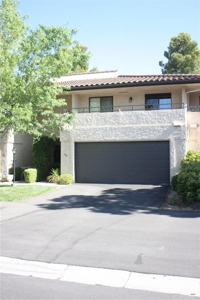Palmdale Condo/Townhouse For Sale: 210 Eagle Lane