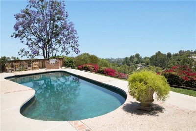 Woodland Hills Single Family Home For Sale: 4812 Del Moreno Drive