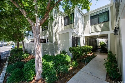Canyon Country Condo/Townhouse For Sale: 27067 Crossglade Avenue #4