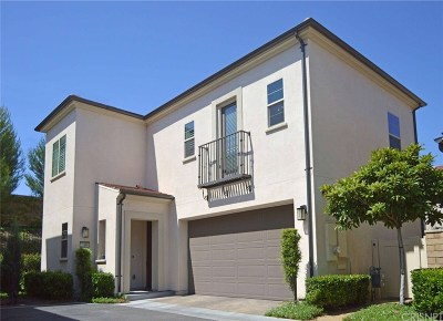 Saugus Single Family Home Active Under Contract: 21860 Moveo Drive
