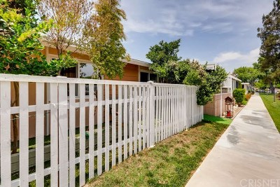 Newhall Condo/Townhouse For Sale: 19162 Avenue Of The Oaks #A