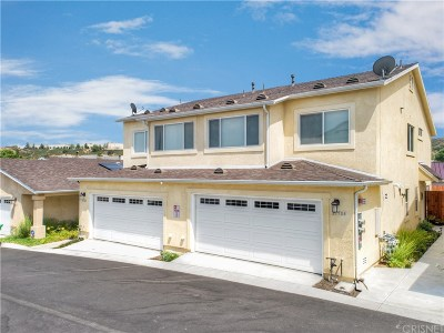 Canyon Country Condo/Townhouse For Sale: 21704 Doss Place