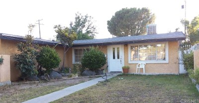Canyon Country Single Family Home Active Under Contract: 27519 Deeptree Avenue