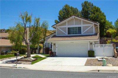 Newhall Single Family Home Active Under Contract: 26508 Hillsfall Court