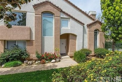 Simi Valley Condo/Townhouse For Sale: 302 Hedge Row Lane #C