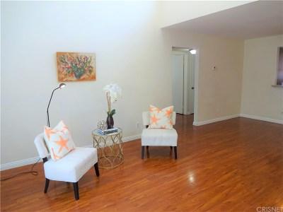 Tarzana Condo/Townhouse For Sale: 5700 Etiwanda Avenue #220