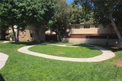 Northridge Condo/Townhouse For Sale: 17045 Roscoe Boulevard #11