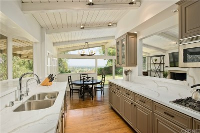 Encino Single Family Home For Sale: 16725 Oak View Drive
