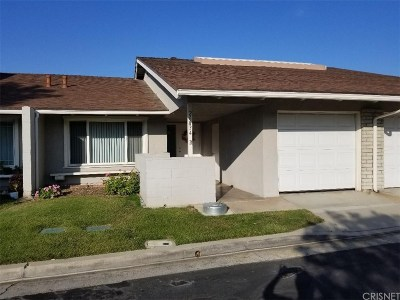 Newhall Condo/Townhouse Active Under Contract: 26834 North Avenue Of The Oaks #B