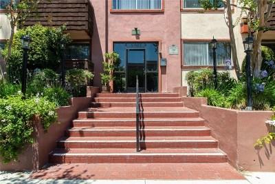 Encino Condo/Townhouse For Sale: 5403 Newcastle Avenue #42