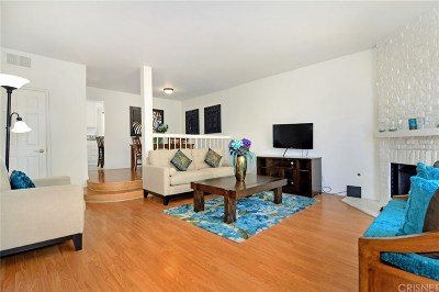 Woodland Hills Condo/Townhouse Active Under Contract: 22865 Del Valle Street #20