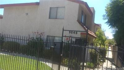 Arleta Condo/Townhouse Active Under Contract: 9545 Woodman Avenue #8