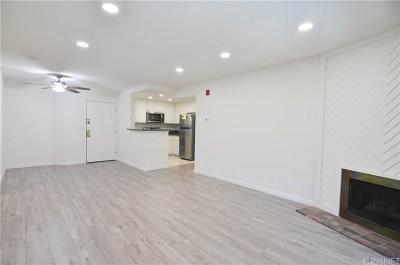 Woodland Hills Condo/Townhouse For Sale: 22100 Burbank Boulevard #339D