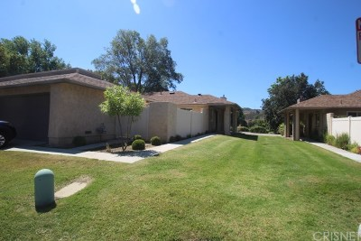 Newhall Condo/Townhouse For Sale: 20020 Avenue Of The Oaks