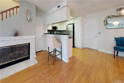Saugus Condo/Townhouse For Sale: 22723 Copper Hill Drive #138