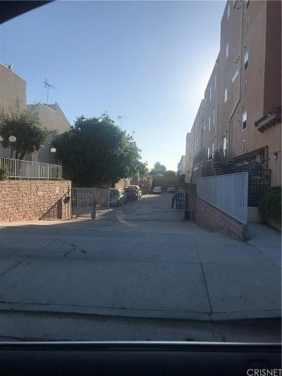 Panorama City Condo/Townhouse For Sale: 7869 Ventura Canyon Avenue #404