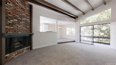 Los Angeles County Condo/Townhouse Active Under Contract: 1818 Kelton Avenue #201