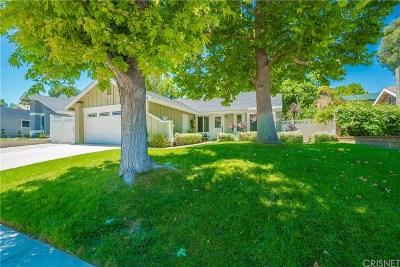 Valencia Single Family Home Active Under Contract: 27623 Maple Ridge Circle