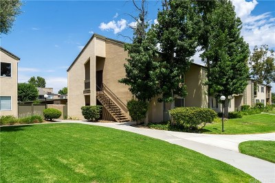 Valencia Condo/Townhouse For Sale: 25725 Hogan Drive #D7
