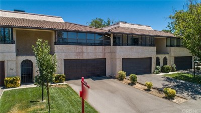 Palmdale Condo/Townhouse For Sale: 254 Hawk Lane