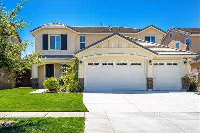 Saugus Single Family Home Active Under Contract: 22530 Brightwood Place