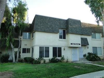 Reseda Condo/Townhouse For Sale: 6531 Wystone Avenue #2